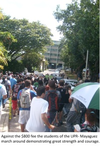 Against the $800 fee the students of the UPR-Mayagüez march around demonstrating great strength and courage.