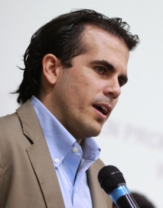 Ricardo Rosselló's family history in politics is being highlighted as problematic. Furthermore, his corpus is under close scrutiny as the media attempts to determine his qualifications. Photo credit: Primera Hora