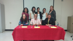 Standing in the back are press conference organizers –from left to right- : Keysalis J. Fermín, Mirna Jiménez, Dayana Banchs, Nicole Arroyo and Valerie Padilla. Sitting in the front are the three panelists –from left to right- : Prof. Luisa Seijo Maldonado, Dr. Luis Nieves Rosa and Vannesa Díaz Collazo. Photo credits: Keysalis J. Fermín