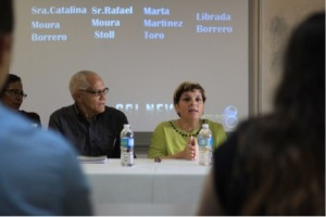 Panelist Marta Martínez explains some issues of the healthcare system due to politics and economics.