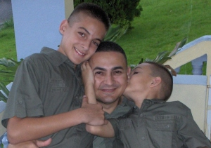 """Héctor and his to sons, Kenneth Raices and Kelvin Joel in front of their house in 2007. """"This is what being a dad is all about"""". (Héctor Raices)."""