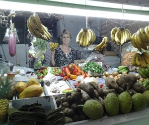 "Elen González, 70, is at station #21 in the marketplace of Mayagüez. Over the past 30 years, she has sold fruits and vegetables. ""Our parents have lived longer by consuming fruits and vegetables."""