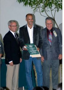 Ángel being recognized in the hall of the Immortals of the Sport in UPRM in  October 30,2010